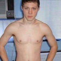 Charmant jeune gay sportif